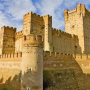Durant quelle période ont été construits les châteaux-forts ?