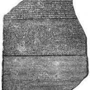 Pourquoi la Pierre de Rosette est-elle restée célèbre ? (cliquez sur l'image)